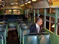 Obama o tarihi koltuğa oturdu