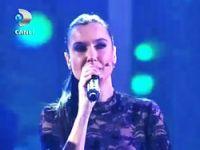 Şevval Sam'dan canlı yayında Kürtçe şarkı
