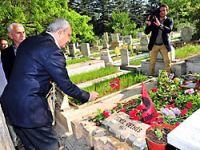 Kılıçdaroğlu, 3 fidanın mezarı başında