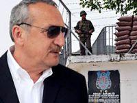 Mehmet Ağar'ın koruma polisi başında bekliyor!