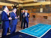 Cumhurbaşkanı Gül, Ehmedê Xanî türbesinde dua etti