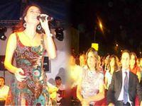 Şevval Sam Kürtçe şarkı söyledi, protokol alanı terk etti