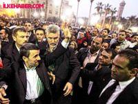Ahmedinejad'a da ayakkabı atıldı