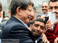 Davutoğlu'na sarılan Çekirdekçi Mısto'ya Diyarbakır tepkisi...