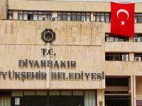 Diyarbakır Belediyesi'ne dev Türk bayrağı