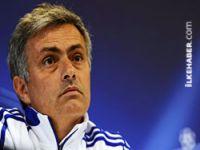 Mourinho, Real Madrid'le yollarını ayırdı