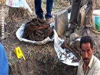 Mezar yeri kazısında elbiseleri ile gömülü 4 ceset bulundu