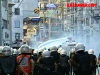 Taksim'de toplananlara polis müdahale etti