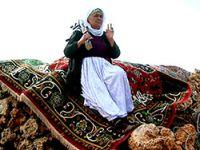 Şengal Dağı'nda 70 yaşında bir Kürt kadın savaşçı
