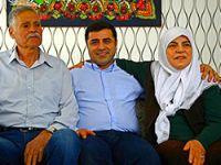 Selahattin Demirtaş ailesi ile aynı karede