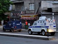 Gazi Mahallesi'nde polis baskını: 20 gözaltı