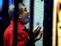 Mursi hakim karşısına ilk kez böyle çıktı