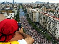 Katalonya'da yüz binlerce insan, bağımsızlık için yürüdü