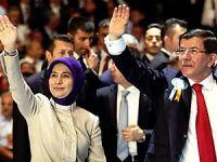 AK Parti'de Davutoğlu yeniden Genel Başkan