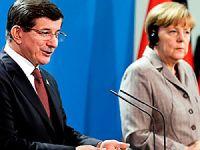 Davutoğlu, Angela Merkel'le görüştü