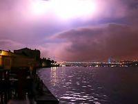 İstanbul'u şimşekler aydınlattı