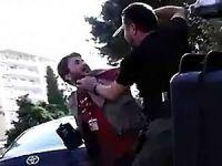 Özel harekat polisi Silvan'da muhabirin kafasına silah dayadı