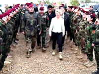Almanya Savunma Bakanı'na 'Bijî Kurdistan'lı karşılama