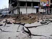 Yüksekova'da zırhlı polis aracına bombalı saldırı