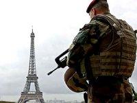 Eyfel Kulesi bomba ihbarı üzerine tahliye edildi