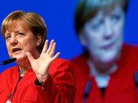 Merkel'den Macron'a: NATO güvenliğimizin temeli