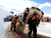 Piranşar'da 3 Kürt kolber soğuk hava nedeniyle hayatını kaybetti