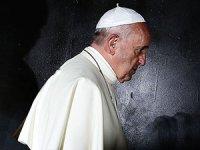 Papa: Saldırılara rağmen Irak'ı ziyaret edeceğim