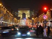 Fransa'da yılbaşı gecesi bin 31 araç ateşe verildi