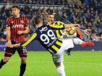 Fenerbahçe sahasında puan kaybetti