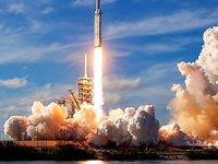 Dünyanın en güçlü roketi Falcon Heavy uzaya fırlatıldı