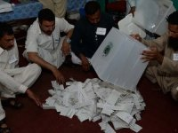 Pakistan seçimlerinde muhalefet lideri önde