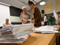 İsveç'te iktidardaki sol blok seçimlerde az farkla önde çıktı