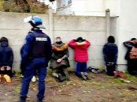 Fransa'da lise öğrencilerinin elleri arkadan bağlandı