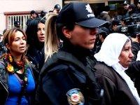 Diyarbakır'da polis HDP il binasına girdi: 25 kadın gözaltına alındı