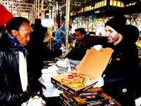 Diyarbakır'lı 'pizzacı' New York'ta haftada iki gün evsizlere pizza dağıtıyor