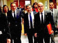 Tutuklu Katalan vekiller parlamentoda yemin etti