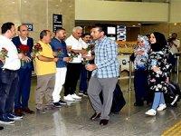 Diyarbakır'da Kürdistan Bölgesi vatandaşlarına karanfilli karşılama