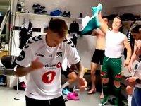 Norveçli futbolculardan Kürtçe şarkıyla kutlama