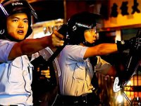 Hong Kong polisi silah ve TOMA kullandı