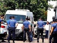 Diyarbakır AKP İl Binası önünde oturma eylem yapan annelere gözaltı