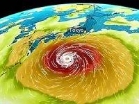 Japonya'da son yılların en büyük tayfunu kıyıya ulaştı