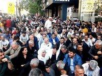 Diyarbakır'da HDP'lilerden kayyumlara karşı oturma eylemi