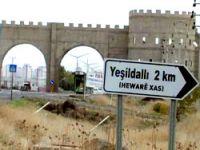 Köy isimleri tabelalara Türkçe-Kürtçe yazıldı