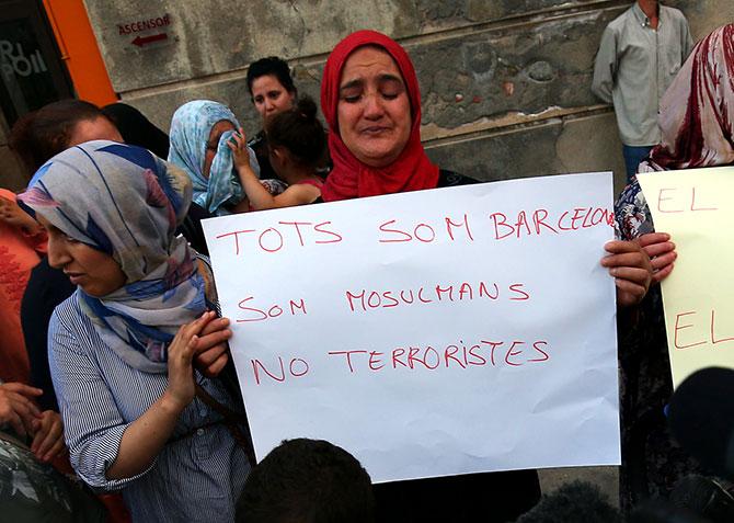ispanijos-musulmonai-protestavo-pries-teroristu-ispuolius-5999ee073b82f-002.jpg