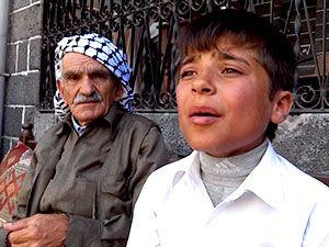 Dengbêj Seyidxan 85, Diyar ise 12 yaşında...