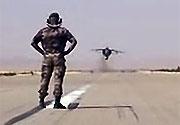 Başının üzerinden F16 geçen adam!