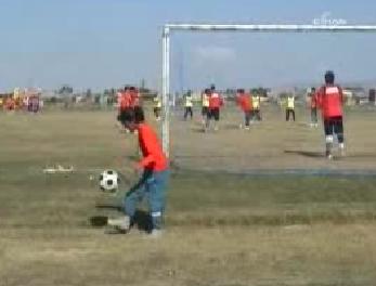 Batmanlı 10 Yaşındaki Kızdan Futbol Şov
